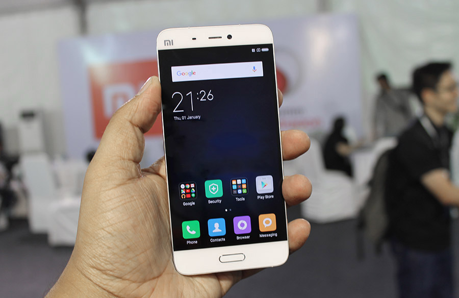 Samsung Feels The Heat As Chinese Rivals Eat Up 50 Smartphone Marketshare In India